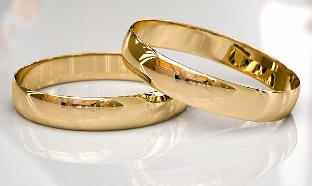 Wedding bands reflect - Thinkstock Photos