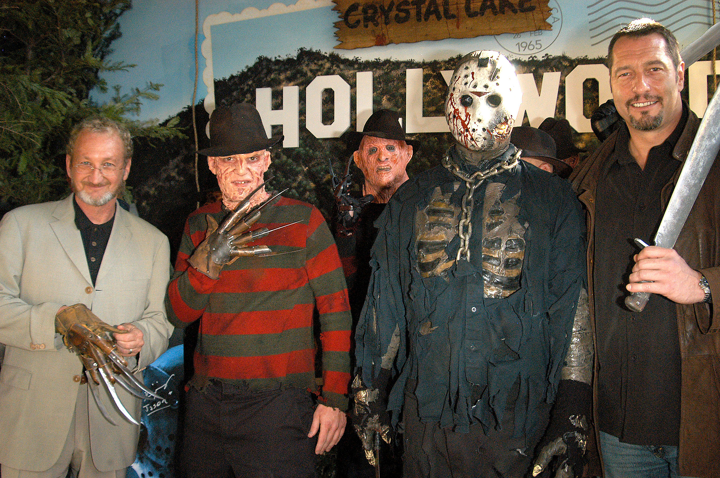 Hollywood Wax Muesum Unveils Freddy And Jason Wax Figures